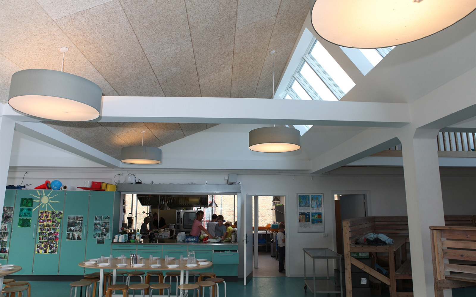 Remodeled school with artificial and natural lighting from skylights