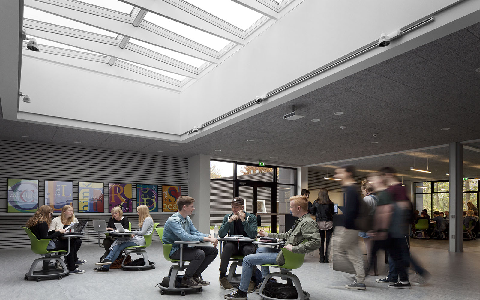 School design with daylight and skylights
